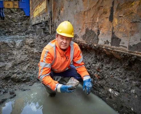 Archeoloog Ivar Schute van RAAP bij de vondst